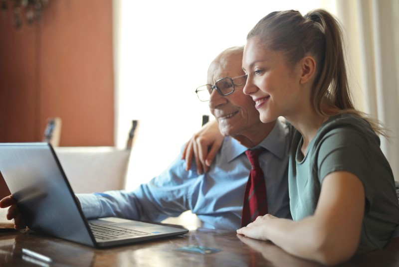 Pomoć starijim osobama u njihovom kućanstvu